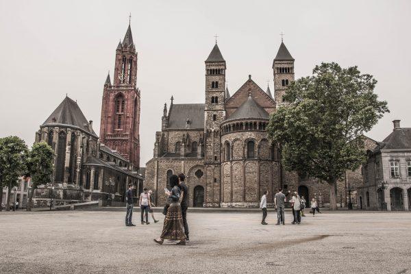 Busy Polska Holandia Maastricht transport od drzwi do drzwi